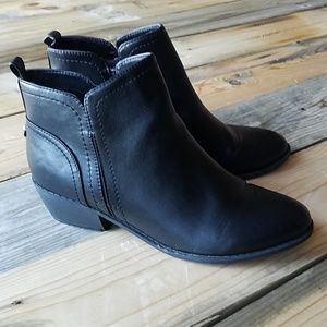 NWOT G BY GUESS boots